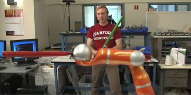 اختراع بازوی رباتیک JediBot برای تقویت مهارت شمشیرزنی شما