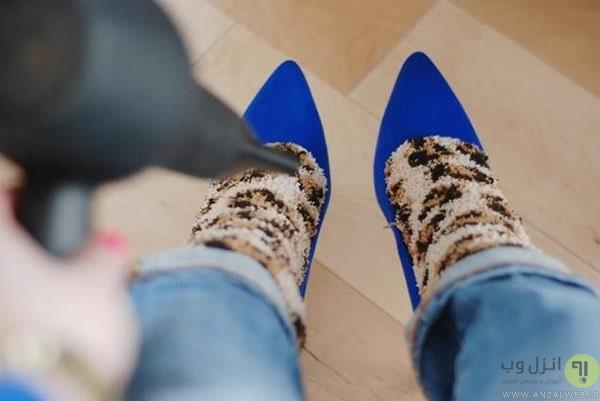 استفاده مجدد از کفش ها با استفاده از سشوار