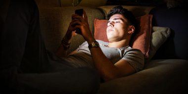 اضافه کردن حالت شب یا Night Mode در گوشی های اندروید و آیفون