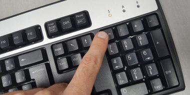 4 ترفند روشن بودن همیشگی و اتوماتیک کلید Num Lock کیبورد هنگام بالا آمدن ویندوز