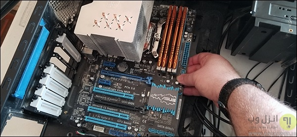 برداشتن مادربرد از کیس کامپیوتر