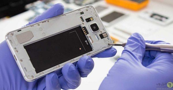 مراجعه به تعمیرگاه در حل مشکل چشمک و پرپر زدن صفحه گوشی اندروید
