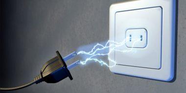 جرقه زدن پریز برق هنگام وصل کردن دوشاخه به پریز