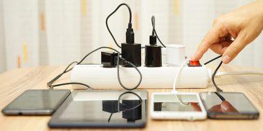 بررسی امنیت و تست سالم بودن شارژر گوشی