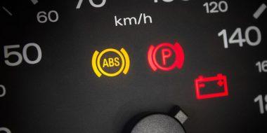 علت روشن شدن چراغ ABS ماشین چیست