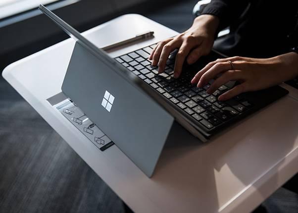 لپ تاپ مایکروسافت Microsoft Surface Laptop 2