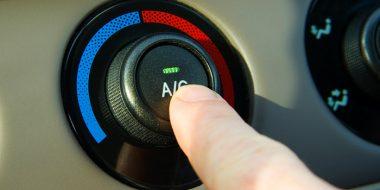 کاربرد دکمه AC در ماشین چیست و چگونه عمل میکند؟