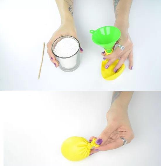 استفاده جالب از بادکنک و ساختن گلوله های ضد استرس در این روش استفاده جالب از بادکنک به چند بادکنک و کمی خمیر دندان یا آرد نیاز دارید.  مقداری آرد یا خمیر دندان درون بادکنک بریزید.  می توانید از پودر گچ نیز استفاده کنید.  سپس آن را محکم ببندید.  روی آن دو یا سه بادکنک دیگر بکشید.  در اینجا آماده سازی توپ ضد استرس شما بسیار آسان است.