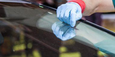 11 روش از بین بردن جای چسب روی شیشه