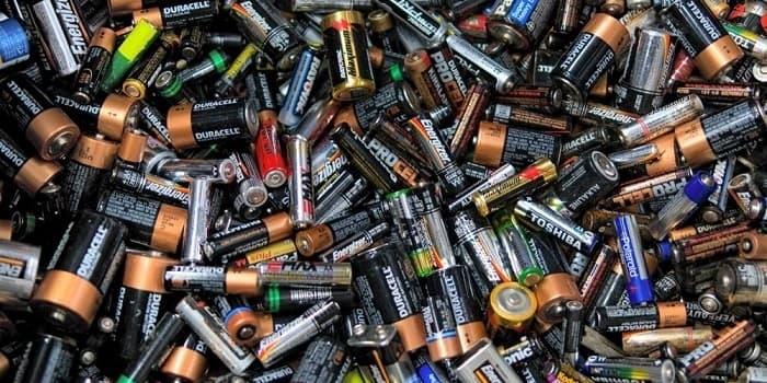 12 ترفند کاربردی و استفاده جالب از باتری های قلمی