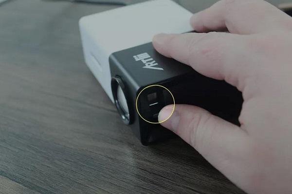 نحوه وصل کردن لپ تاپ به پروژکتور در ویندوز 10