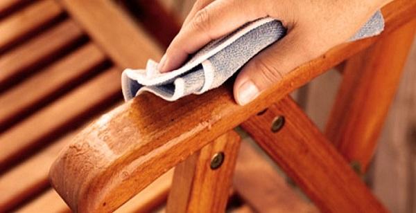 نحوه تمیز کردن مبل های چوبی