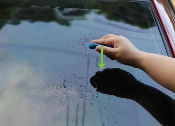 نحوه تمیز کردن شیشه های ماشین