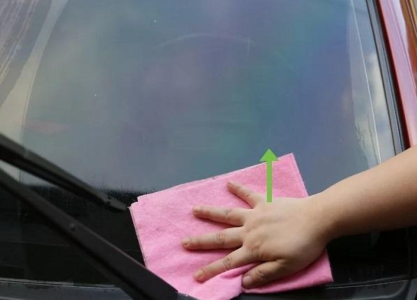لکه روی شیشه های محکم ماشین